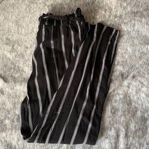 ✨2/$20✨ H&M Pinstripe Pants